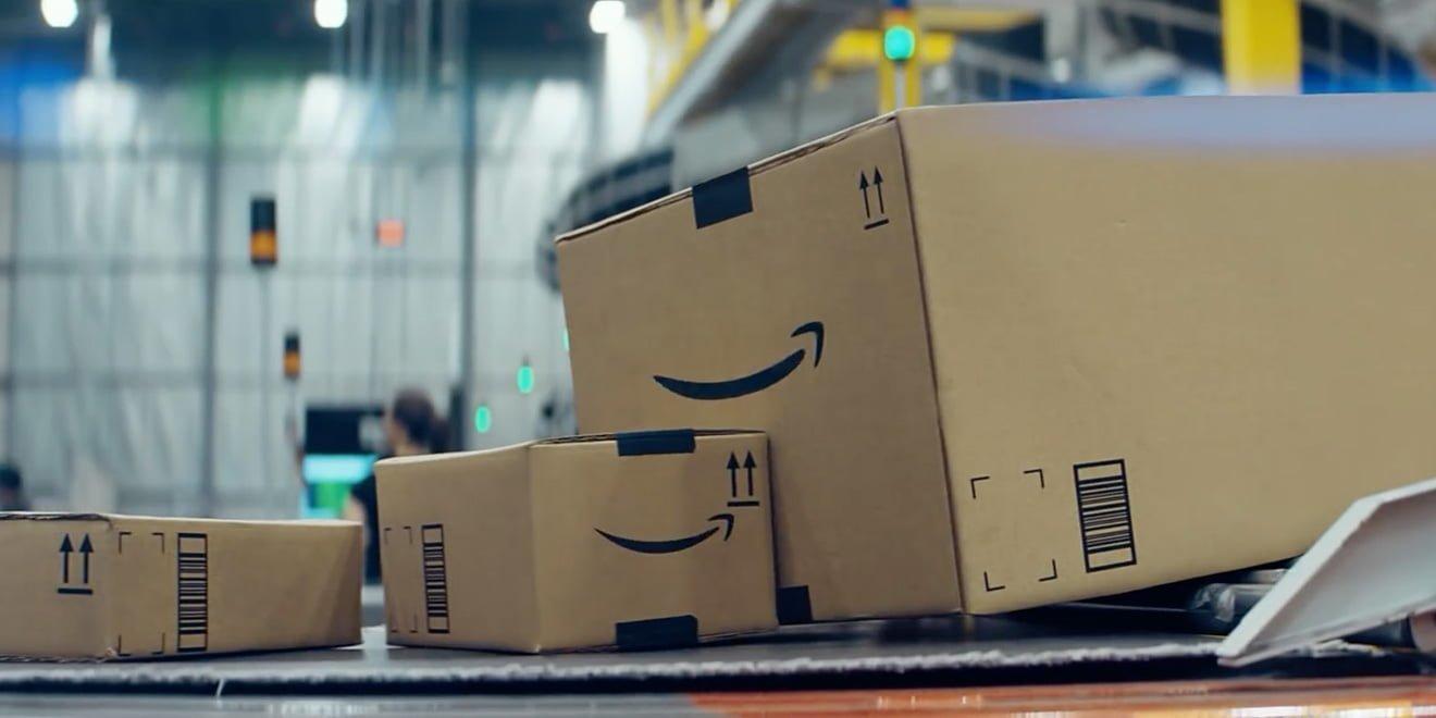 Amazon'un Yılbaşı Kutuları Çok Konuşuyor