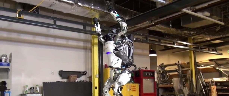 İtilip Kakılan Atlas Robot Artık Ters Takla Atabiliyor