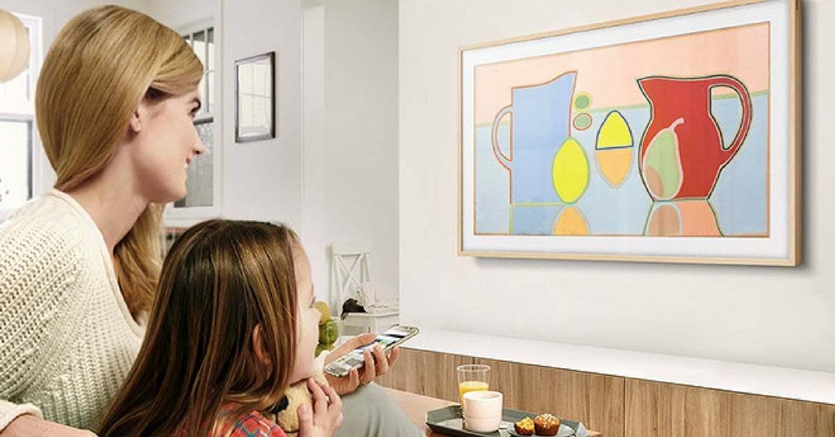 Yves Behar İmzalı The Frame, Sanat Eserlerini Evde Sergiliyor