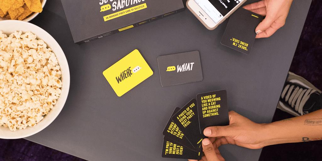 Sosyal Medyada Rezil Olmayı Göze Alabilenlere BuzzFeed'den Kart Oyunu