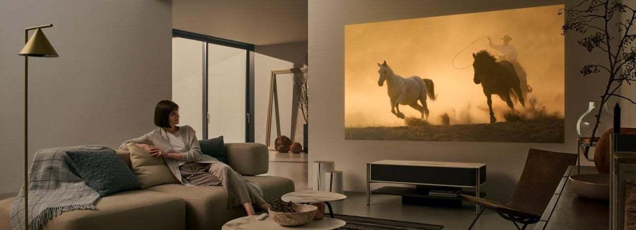 Sony'den Evinizi Sinemaya Çevirecek 4K Projektör Sehpa