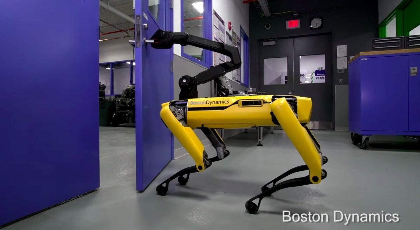 Robot Köpek SpotMini Artık Kapı Açabiliyor