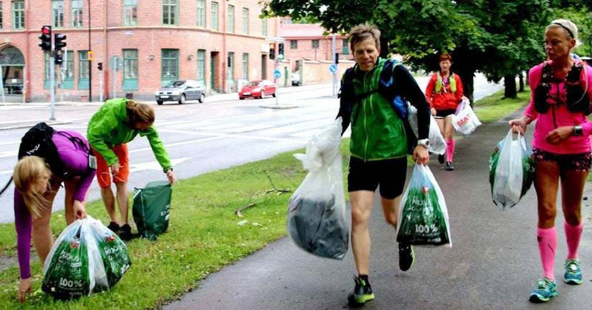 """Koşu Yaparken Çöp Toplama Trendi """"Plogging"""" Yayılıyor"""