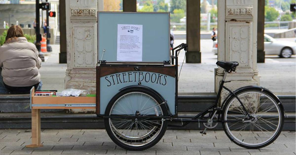 Sokakta Yaşayan İnsanlar İçin Bisikletli Kütüphane: Street Books