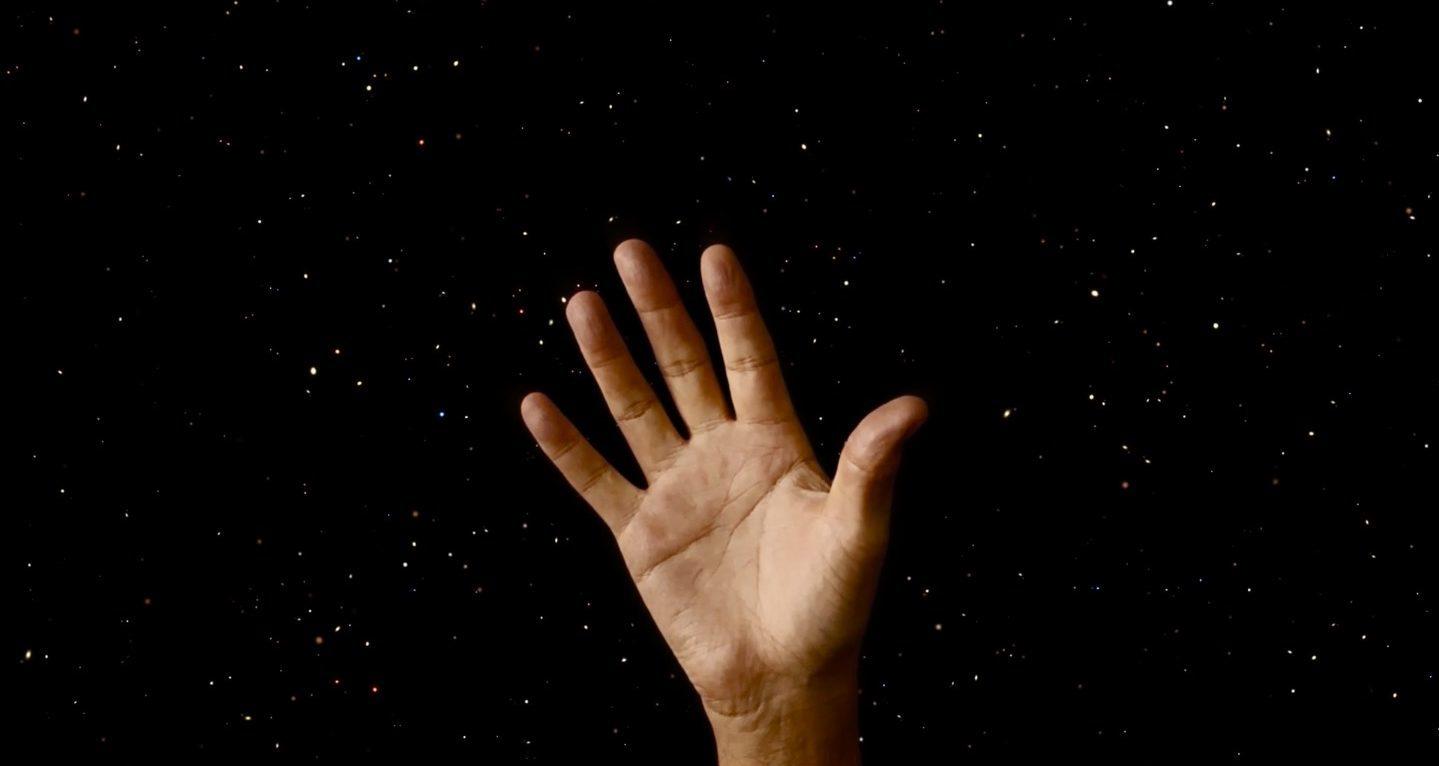 Bana Ellerini Göster Sana Kim Olduğunu Söyleyeyim