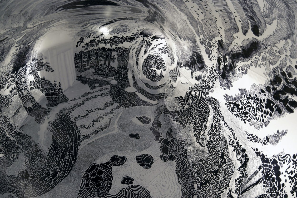 Oscar Oiwa'dan Şişme Yapı İçine Yeni Bir 360 Derecelik Mural