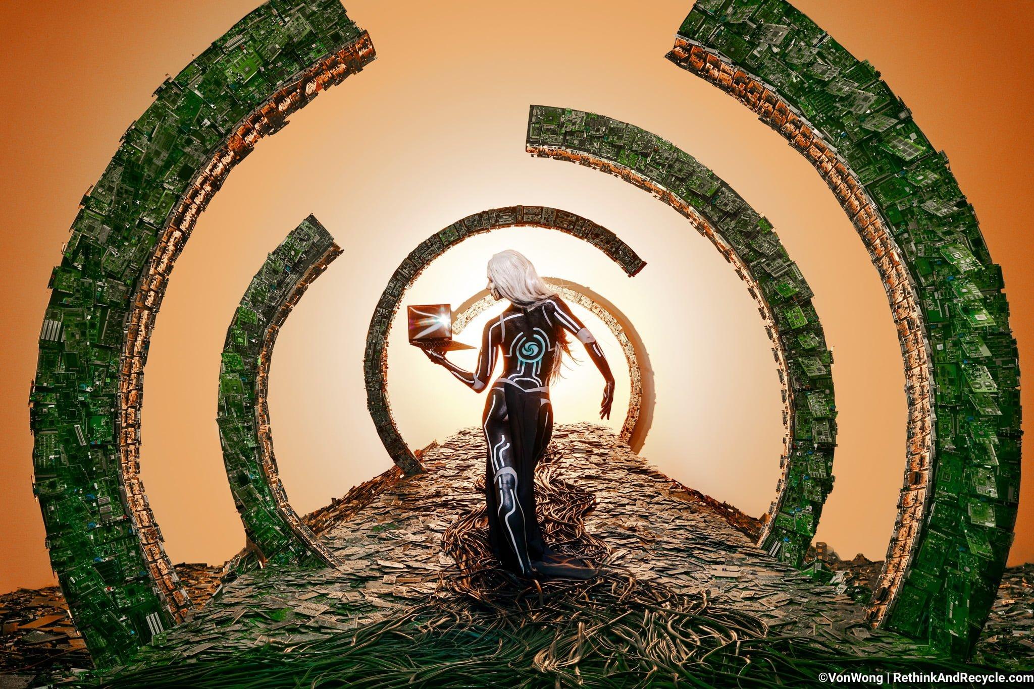 Elektronik Atıklarla Yaratılan Büyüleyici Fotoğraflar