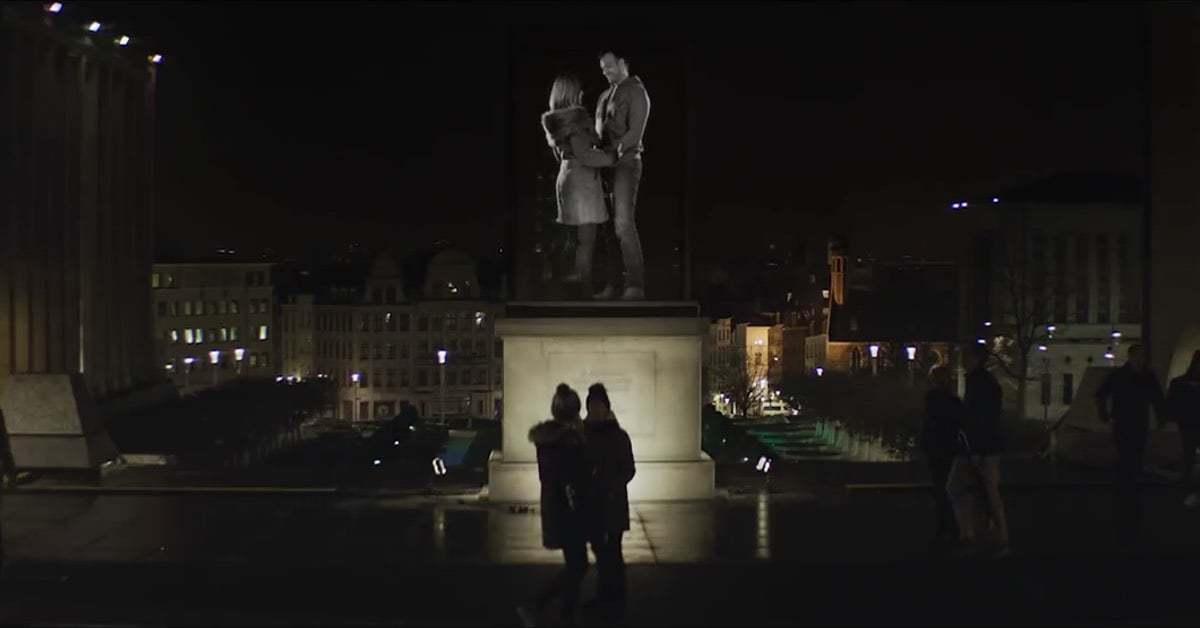 Brüksellileri Anıta Çeviren Hologramlar