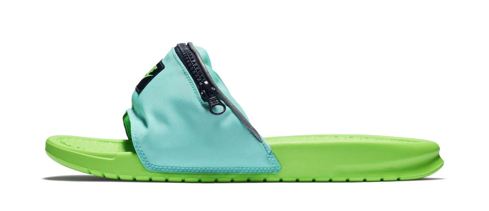 Bel Çantası Takmış Terlikleriyle Nike 90'lı Yılların Tuhaflığını Ayağınıza Getiriyor