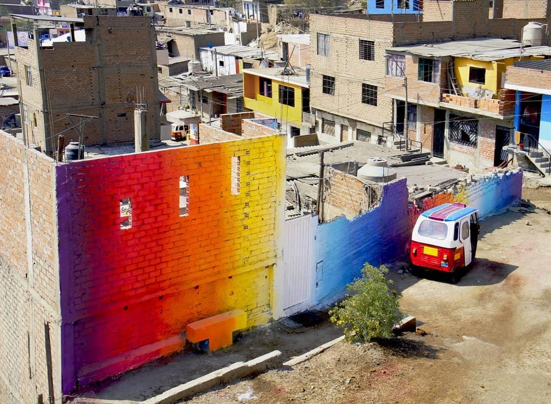 Lima'yı Süsleyen Işık Kırılmaları ve Prizmatik Sokak Sanatları