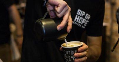 Müşterilerine Kahve ve Ruh Sağlığı Danışmanlığı Sunan Kafe