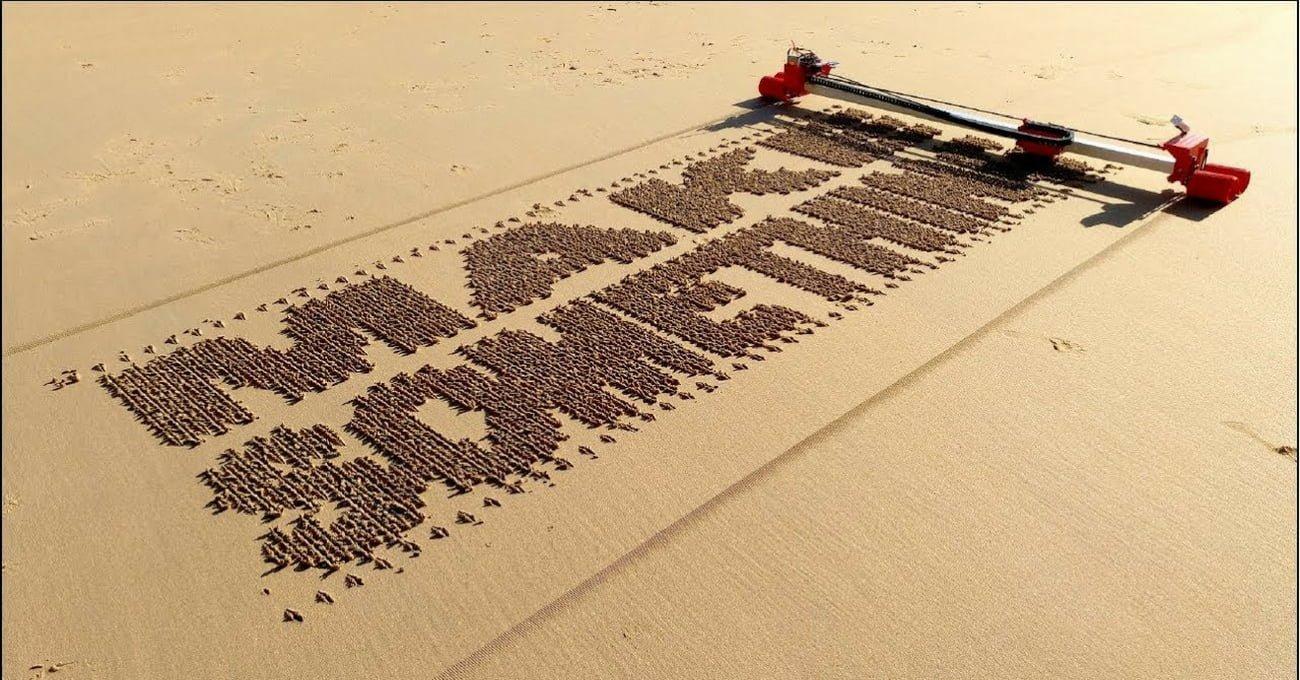 Kumsalı Doodle'layan Robot Yazıcı