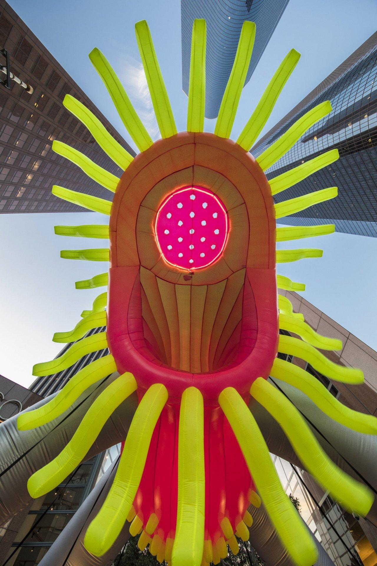 Balon Canavarlar New York Sokaklarını Ele Geçirdi