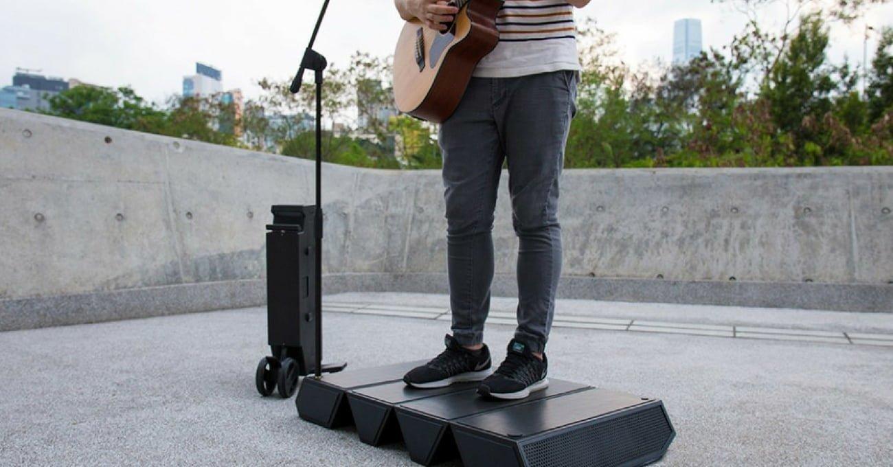 Sokak Müzisyenleri İçin Taşınabilir Ses Sistemi ve Sahne
