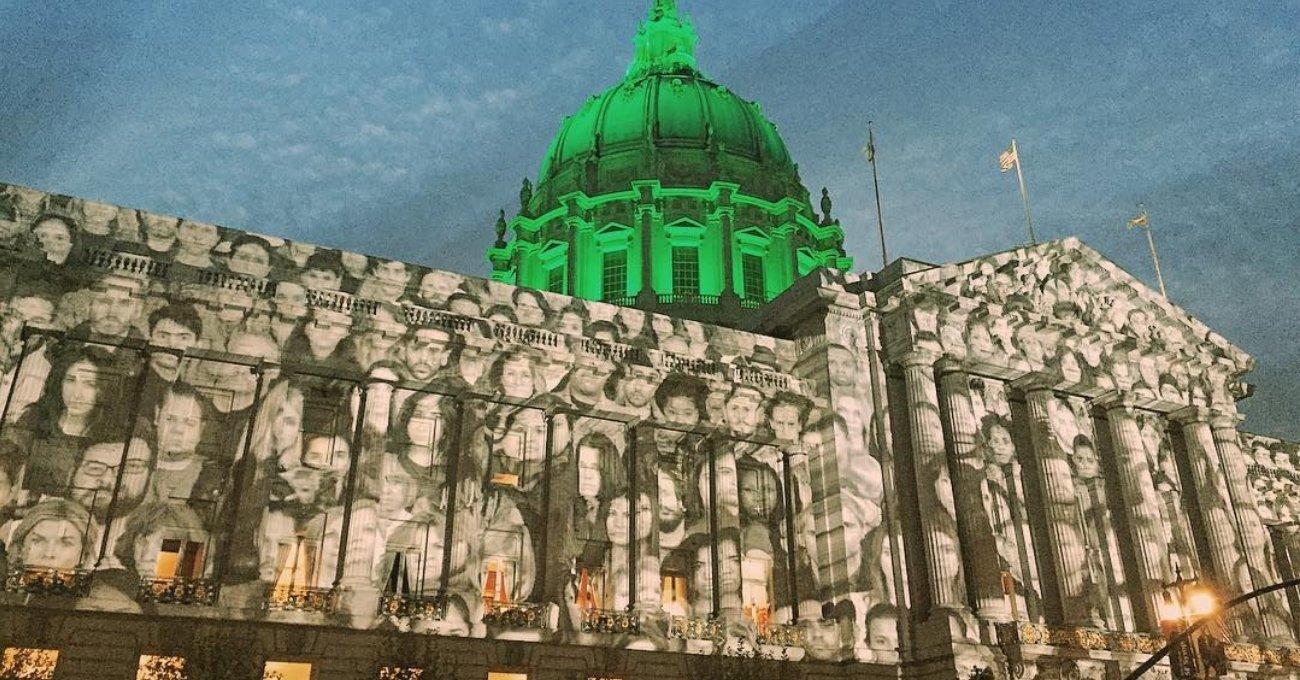 San Francisco City Hall'u Aydınlatan 500 Yüz