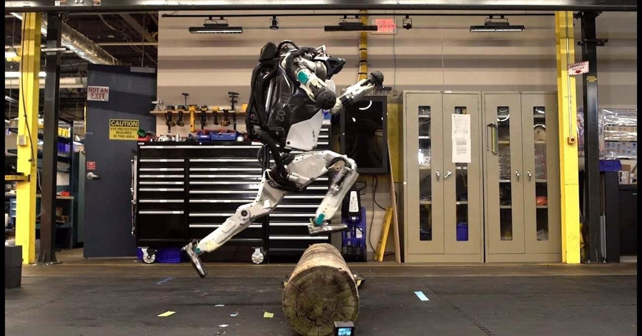 Atlas Robot Atlayıp Zıplayıp Parkur Koşusu Yapıyor