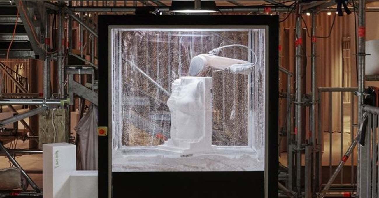 Burberry'nin Londra Mağazasında Bir Robot