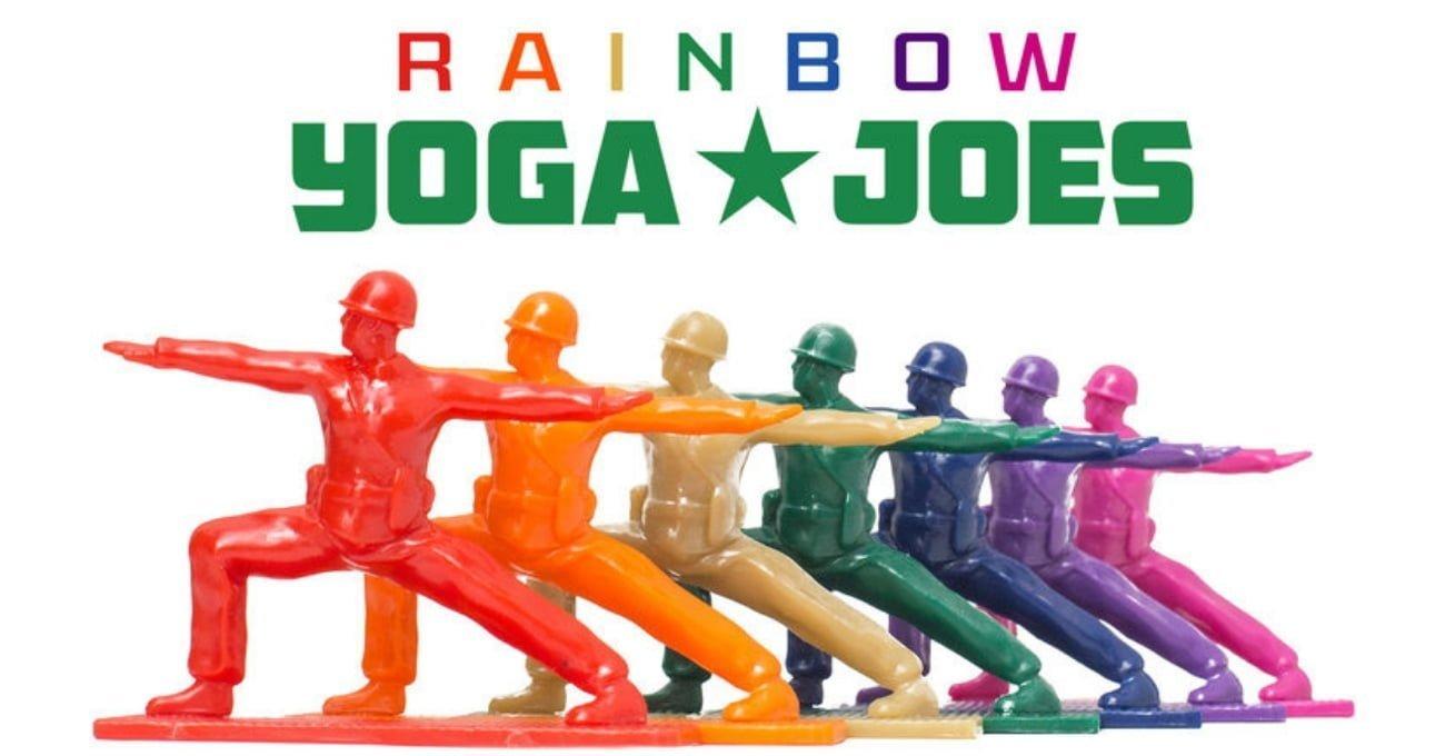 Yoga Yapan Oyuncak Askerler Gökkuşağı Renklerine Büründü Rainbow Joes