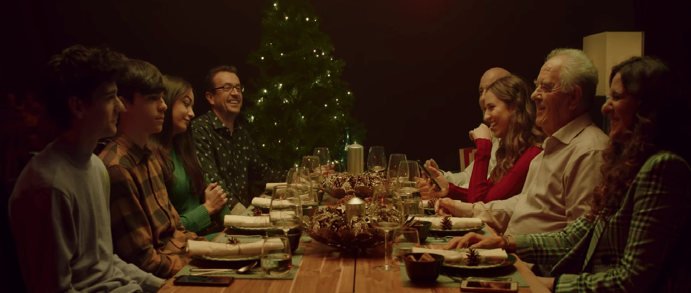 IKEA Aile Bağlarını Yılbaşı Yemeğinde Test Ediyor