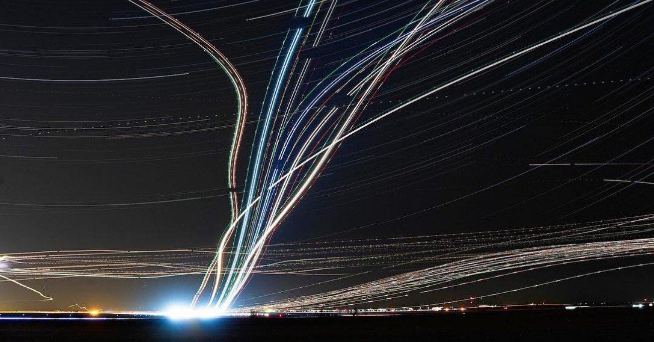 Airports: Uçakların Işık İzleriyle Bezeli Gökyüzü Fotoğrafları