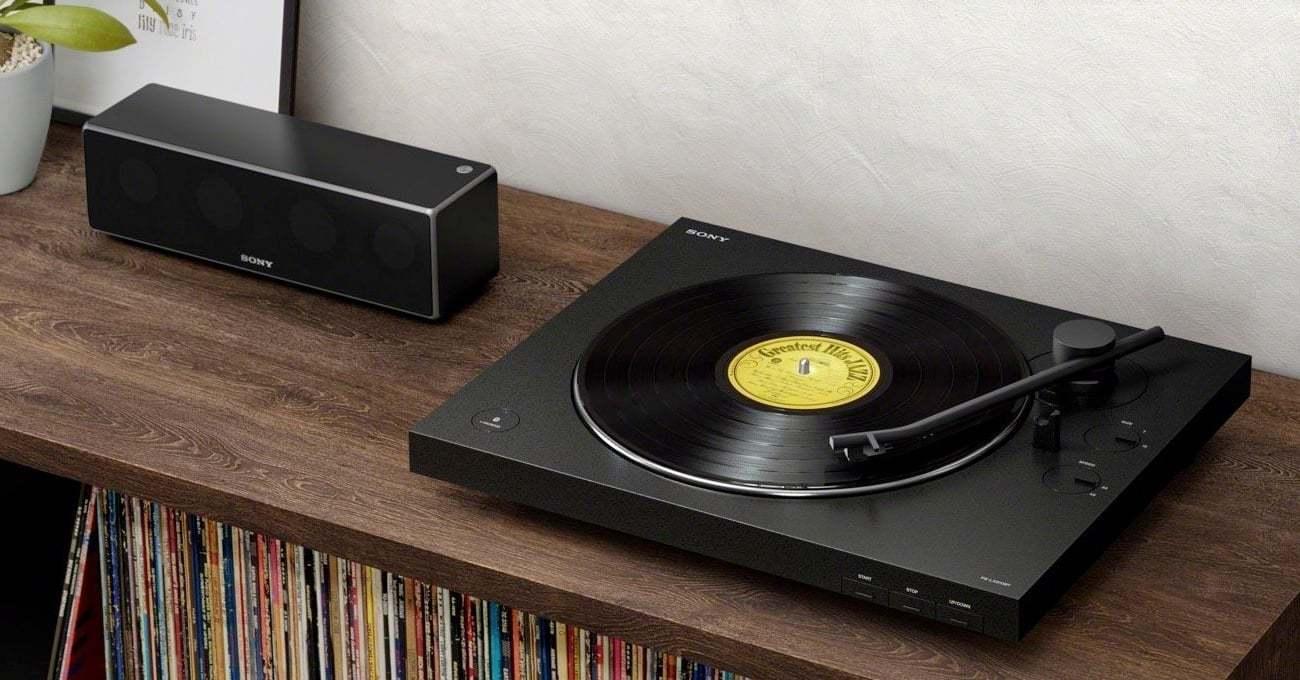 Sony'den Bluetooth'lu Minimalist Pikap