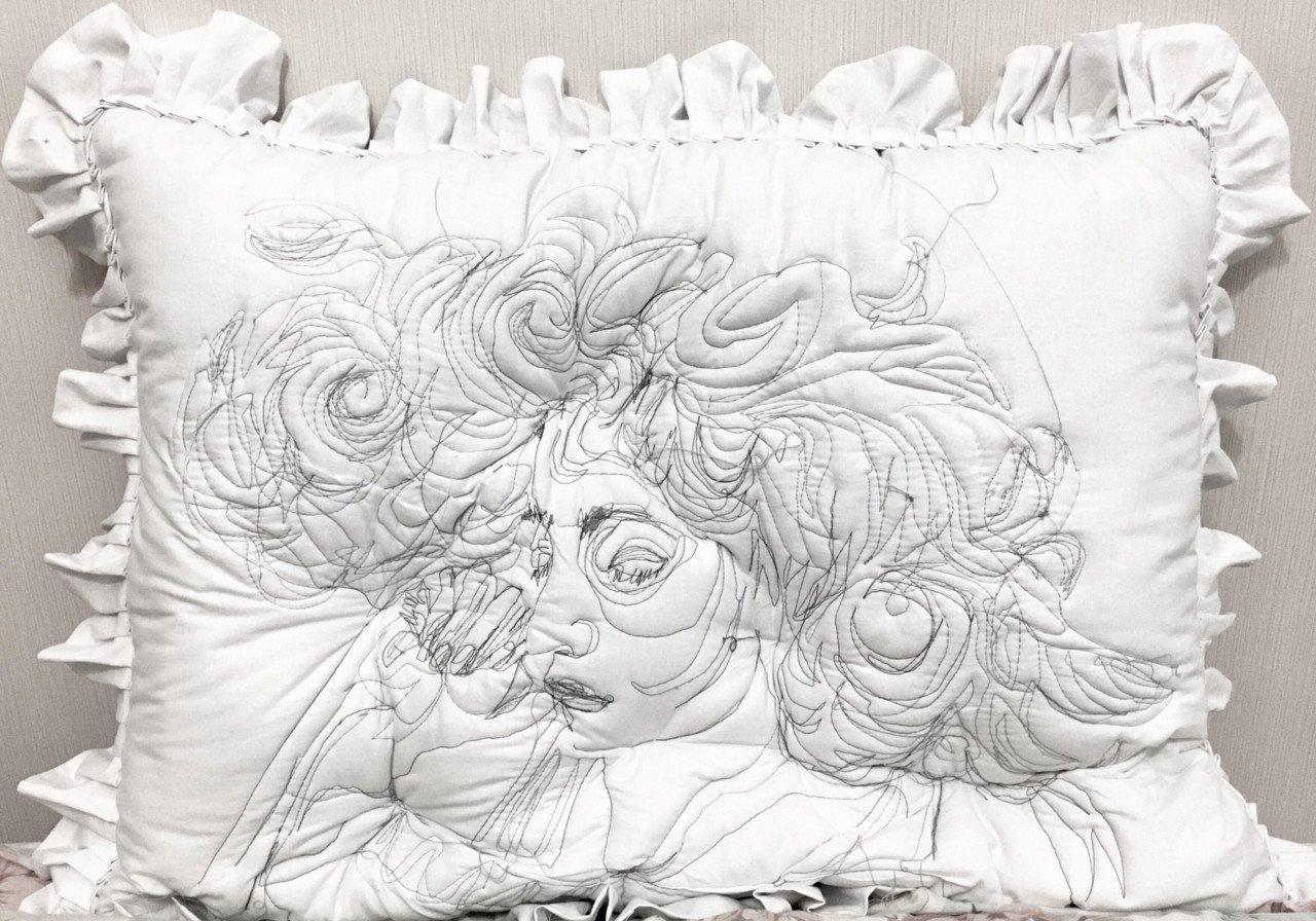Sleep Series: Yastıklara İşlenmiş Uyku Portreleri