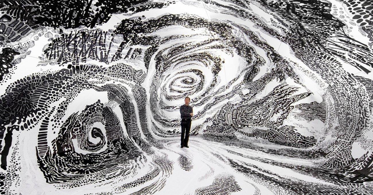 BLACK & LIGHT Oscar Oiwa'dan Şişme Yapı İçine Yeni Bir Mural