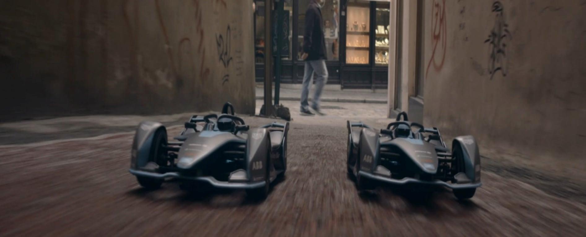 Küçük Formula E Araçları Sokak Yarışında