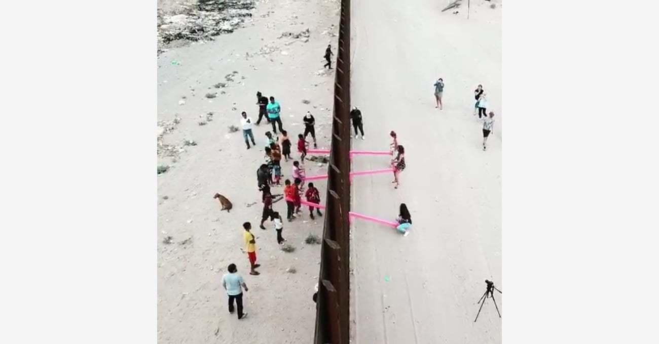 Ronald Rael'in ABD Meksika Sınırının İki Tarafındaki Tahterevallileri