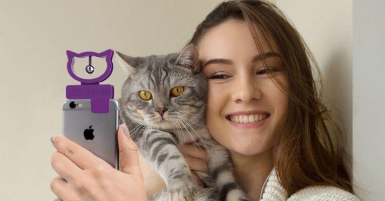 Kedilerle Selfie Çekmeyi Kolaylaştıran Telefon Aparatı: Cat Selfie