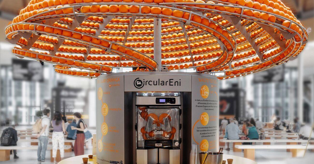 Bu Portakal Suyu Otomatı Kabukları Bardağa Dönüştürüyor