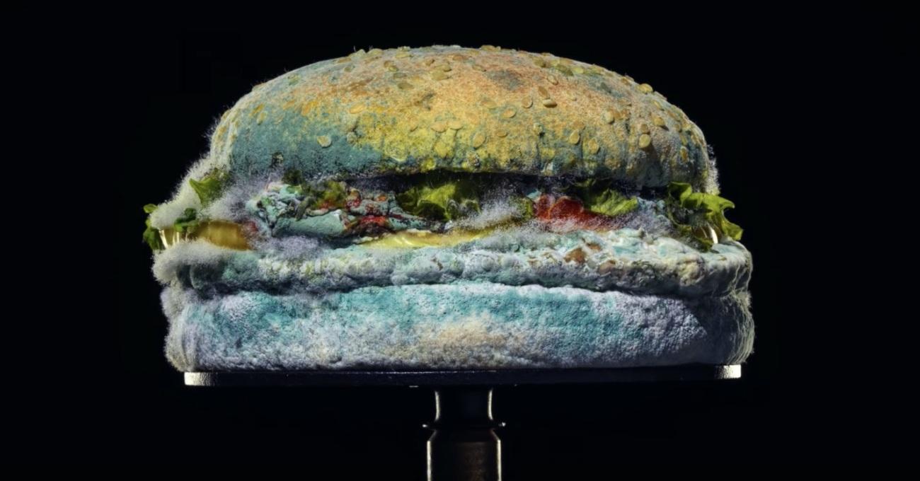 Burger King Küflü Whopper'ıyla Gurur Duyuyor
