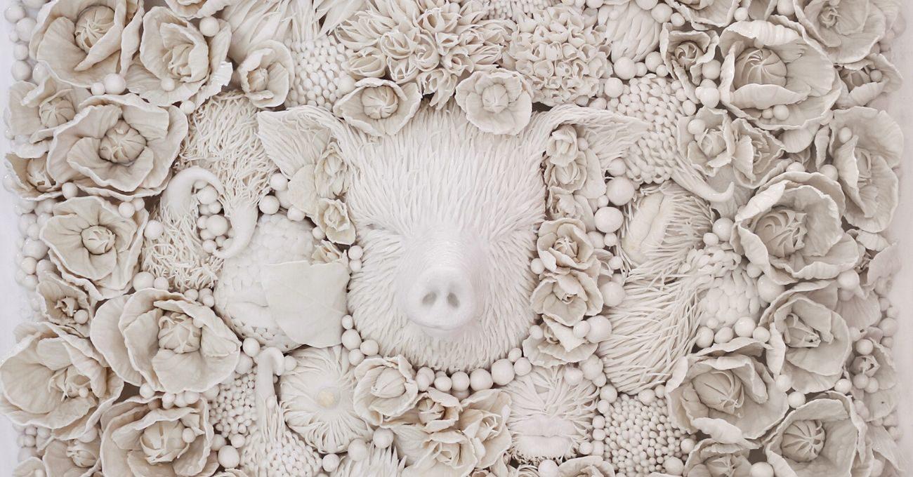 Melis Buyruk'tan Bitki, Hayvan ve İnsan Formlarının Birleştiği Porselen Dünyalar
