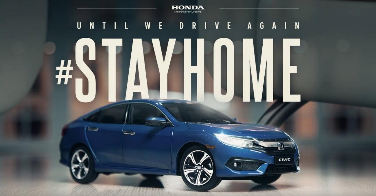 Evin Salonunda Gezinen Bir Honda Civic