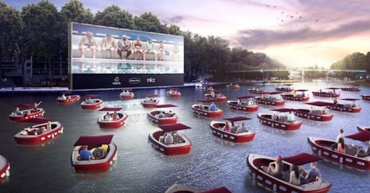 Seine Nehri Üzerinde Yüzen Açık Hava Sineması