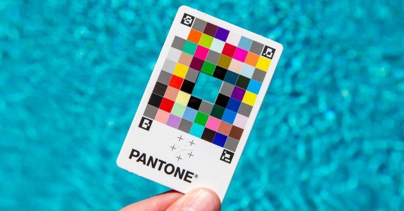 Pantone'dan Akıllı Telefonu Renk Seçiciye Dönüştüren Kart