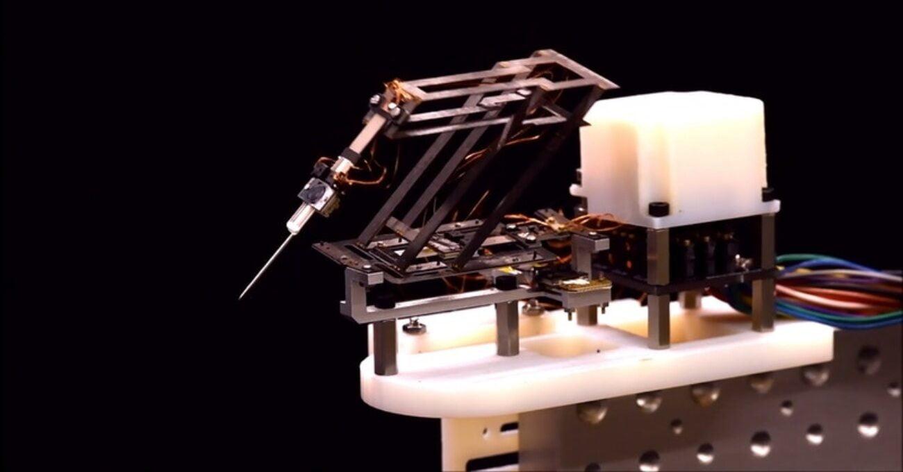 Tenis Topu Büyüklüğündeki Katlanabilir Cerrahi Robot