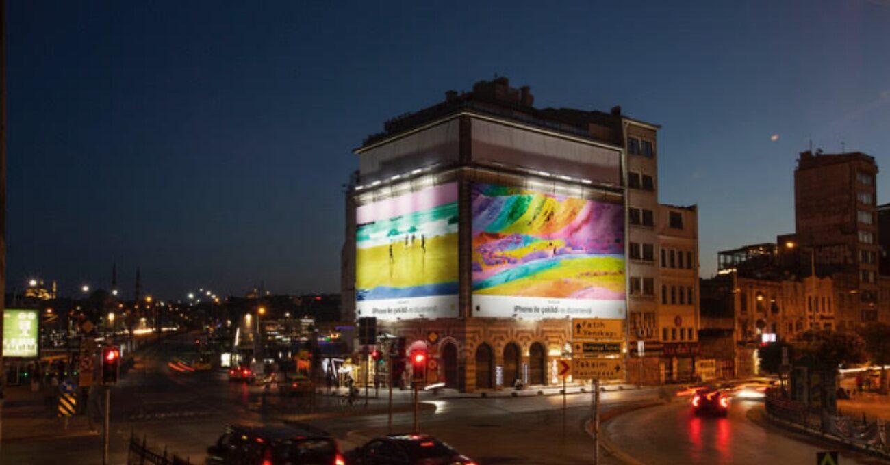 İstanbul Sokakları Gerçeküstü Fotoğraflarla Renkleniyor