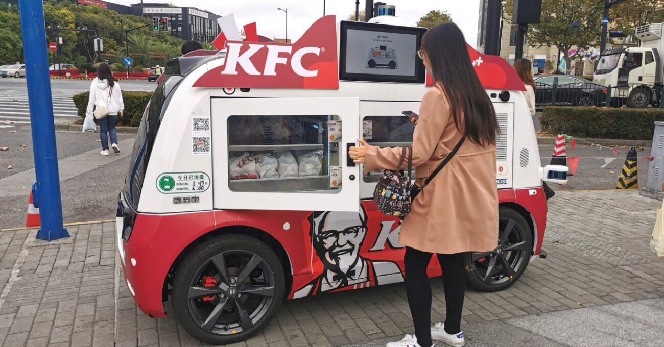 KFC'nin 5G Teknolojili Otonom Yemek Araçları