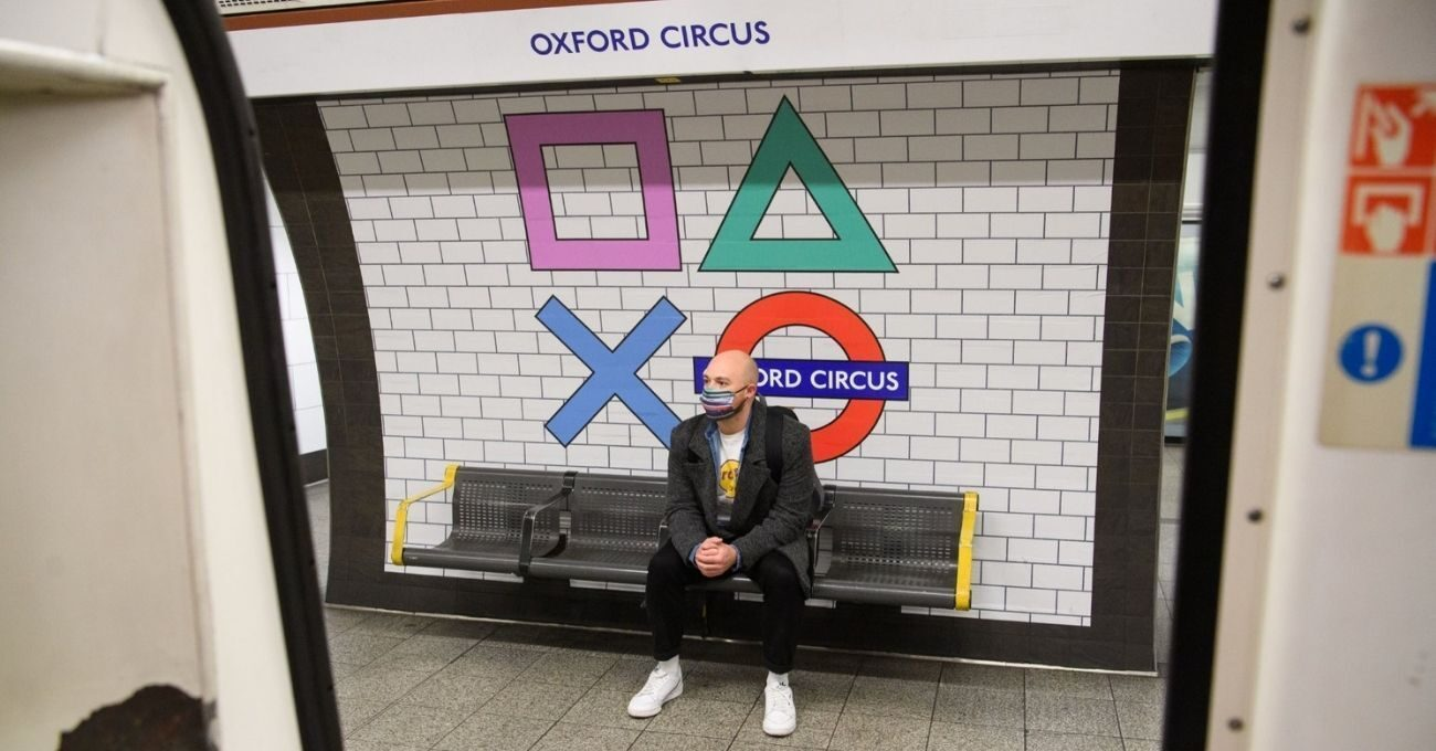 PlayStation İkonları Londra Metrosunda