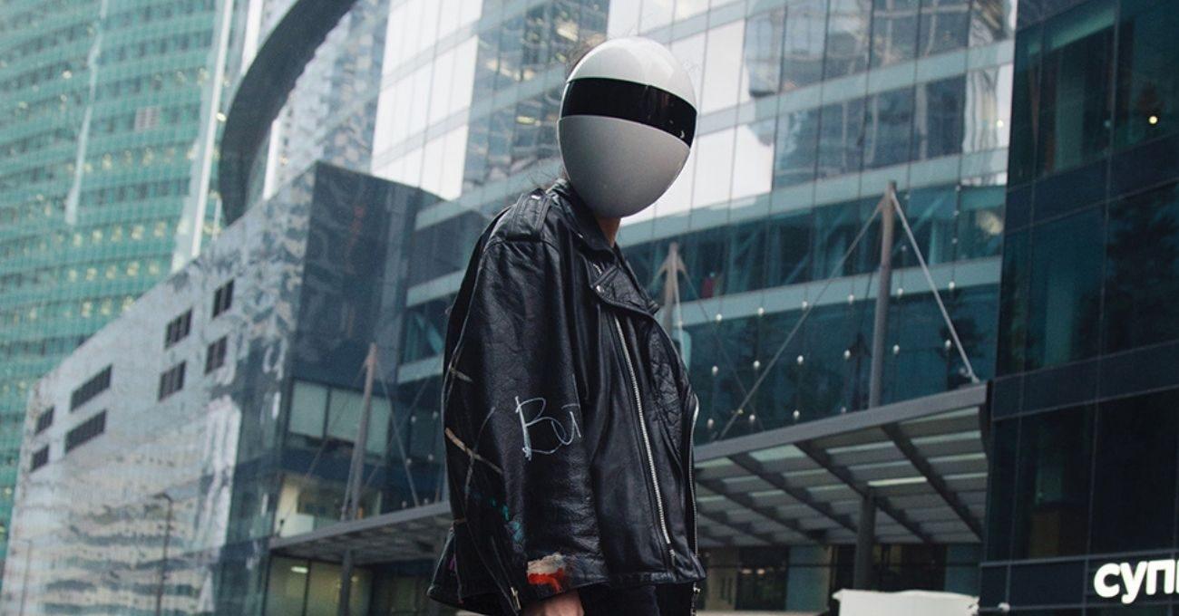 Hem Virüslerden Hem de Yüz Tanıma Sistemlerinden Koruyan Maske