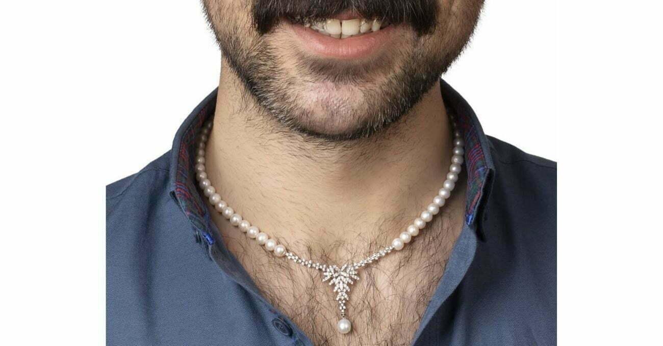 Çınar Kuyumculuk Mücevherlerini Erkek Modelle Tanıtıyor