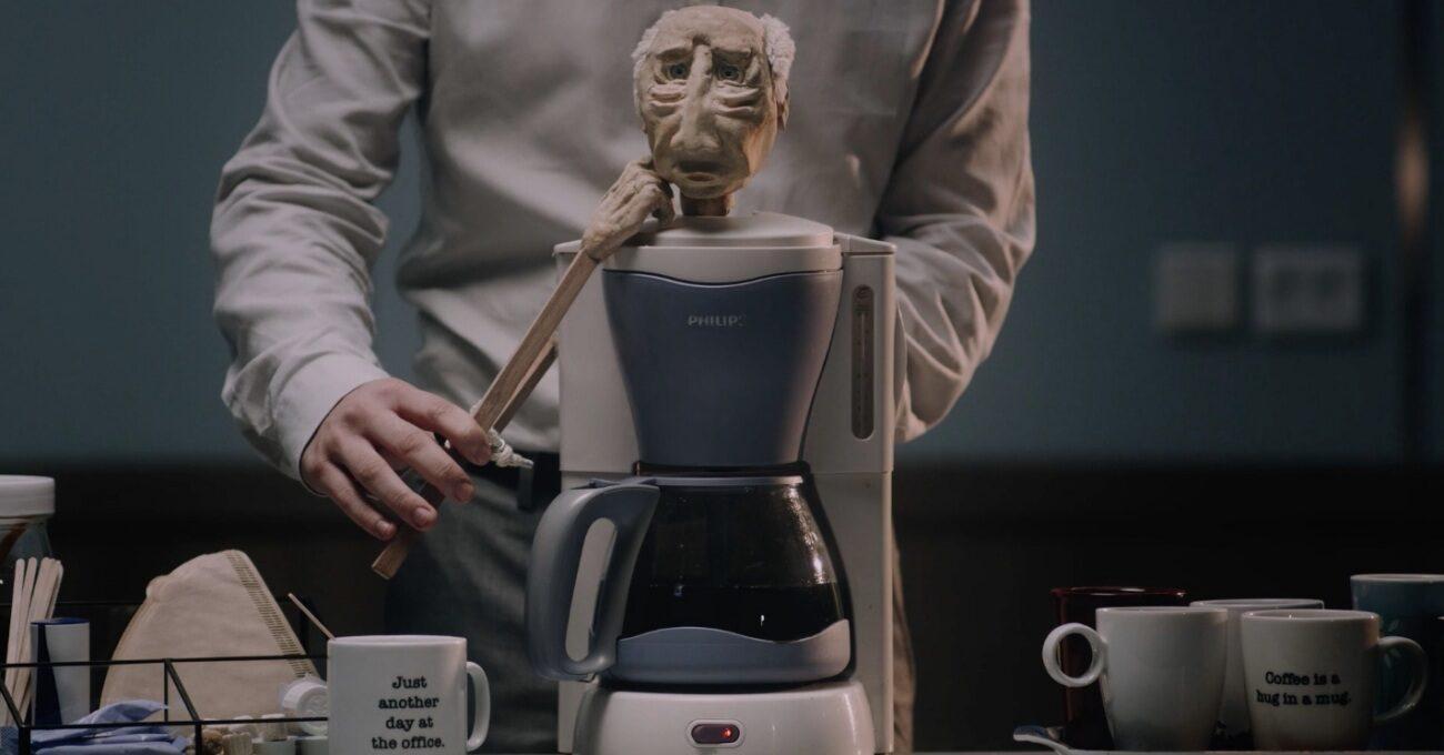 Eski Kahve Makinesinin İş Yerindeki Hüzünlü Günü
