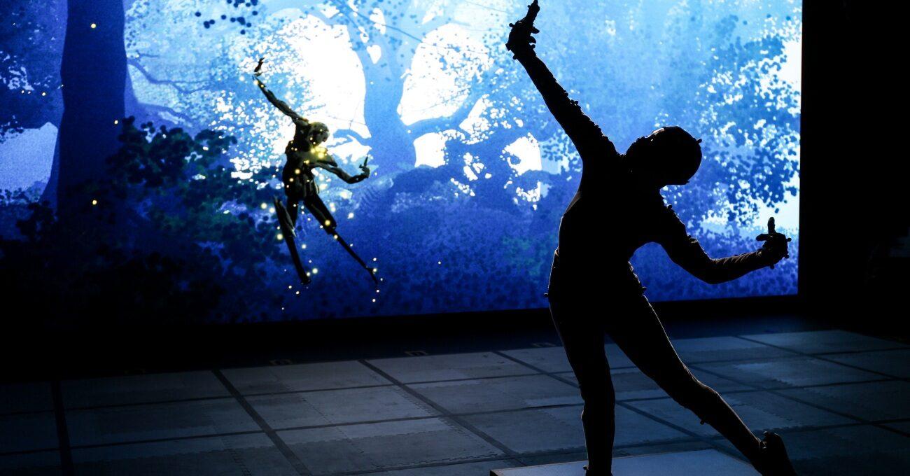 İzleyicilerin Sanatçılarla Etkileşime Girebildiği Çevrimiçi Performans