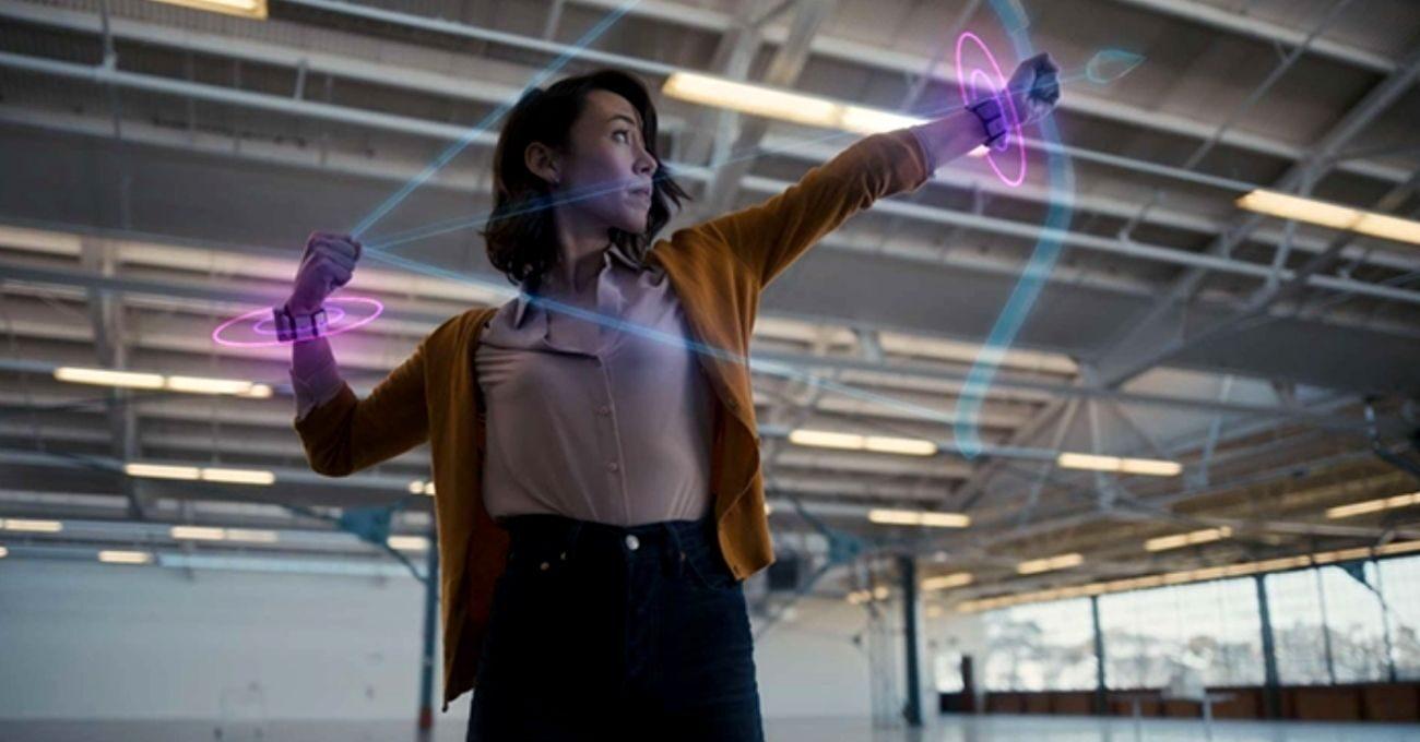 Facebook Beynin Parmaklara Gönderdiği Sinyalleri Okuyabilen AR Bilekliği Geliştirdi