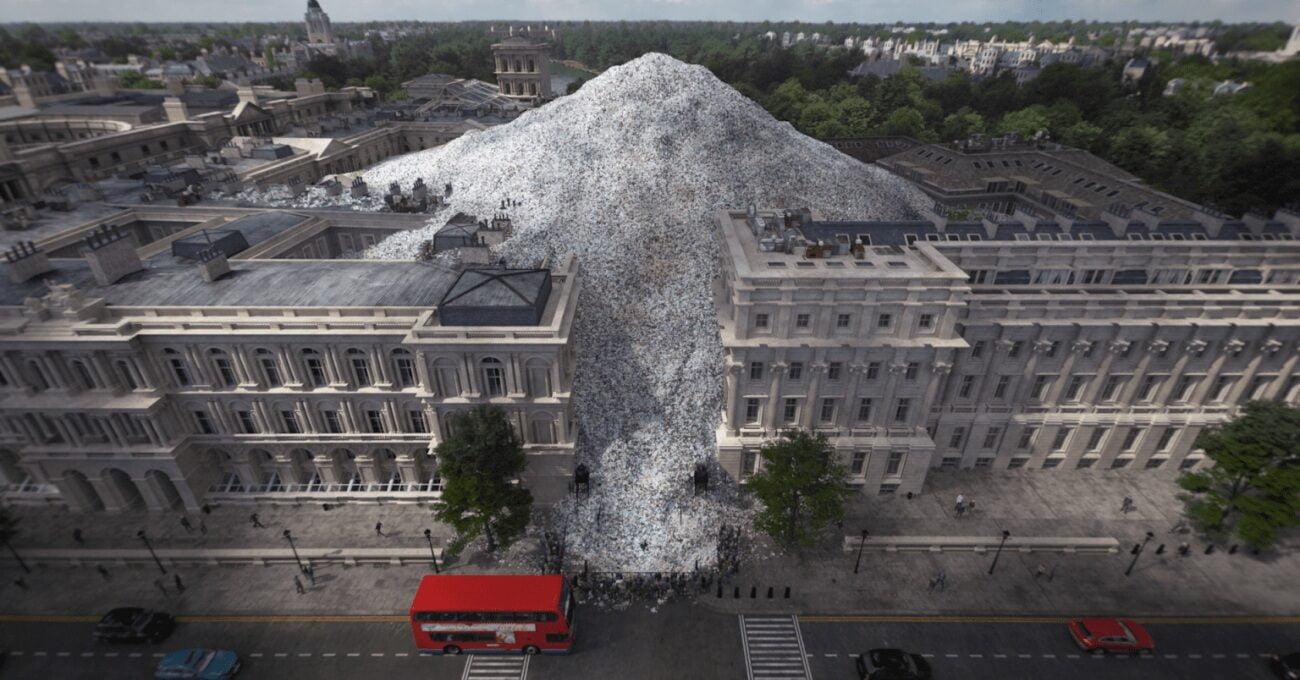Londra'nın Göbeğinde Dev Çöp Yığını