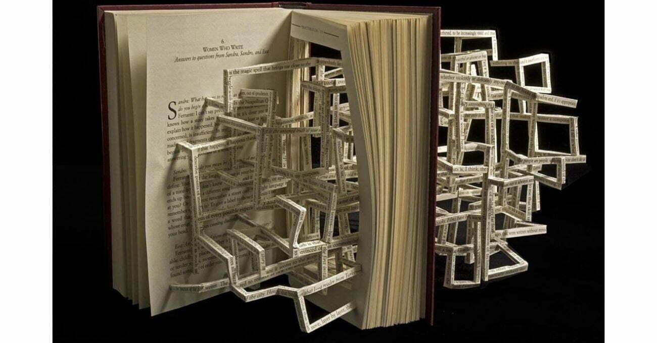 Satırlarla Örülü Kitap Heykelleri