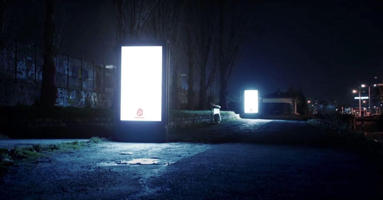 Sokak Lambasına Dönüşen Dijital Reklam Panoları