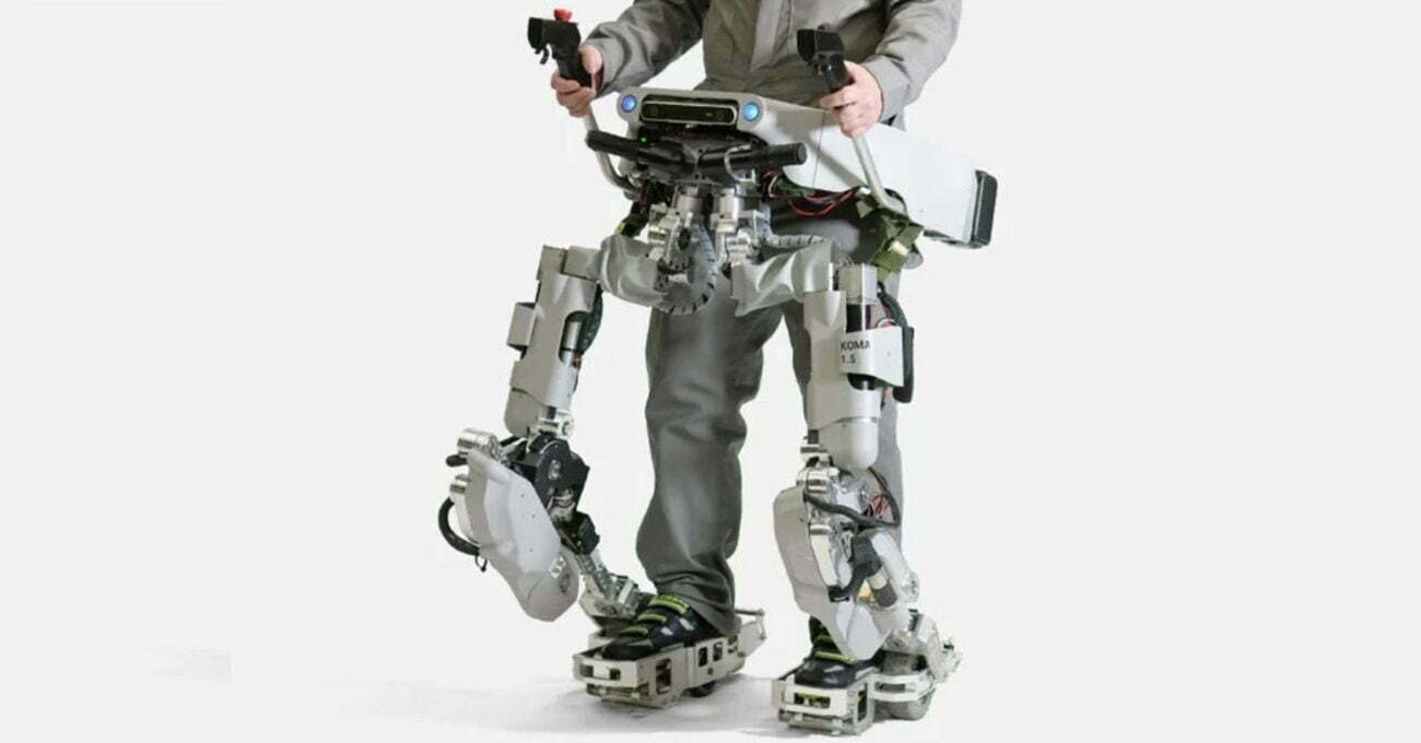 Ağır İşleri Yaparken Robot Giymek